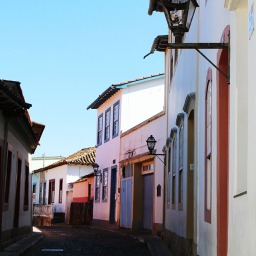 Rua das Casas Tortas.